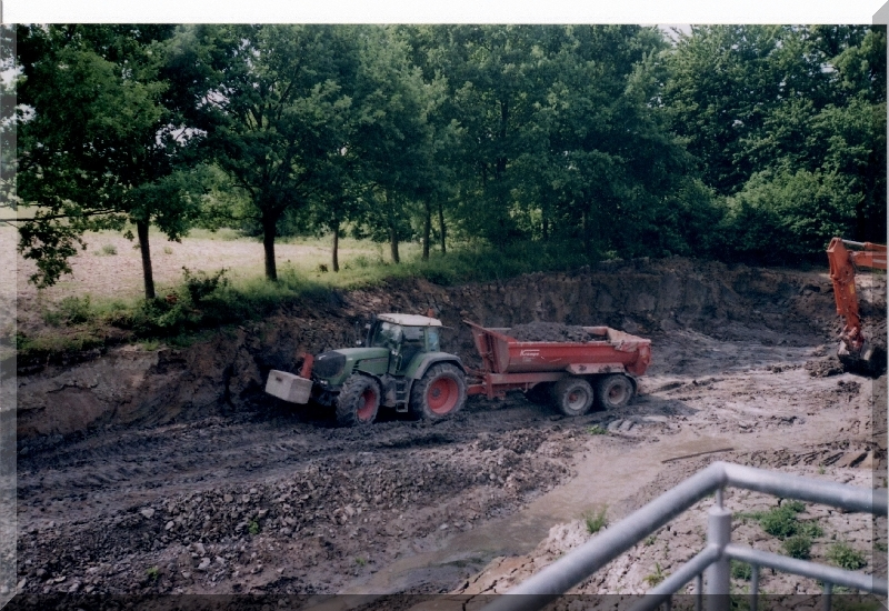 Bagger Oekologischer Bau024 X in Schlepper und Mulde